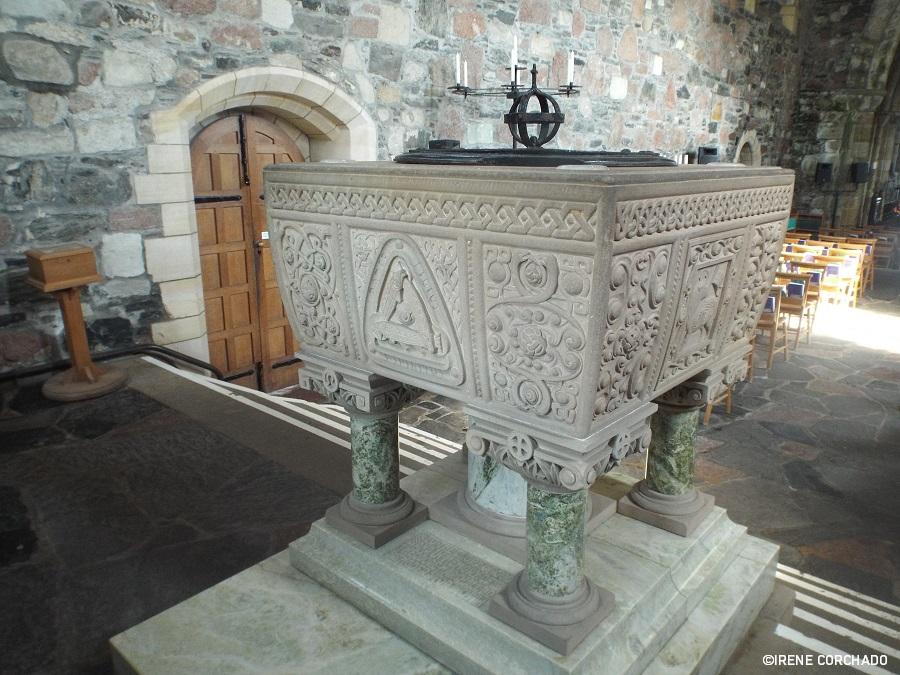 pila bautismal, abadia de san colomba, isla de iona, escocia
